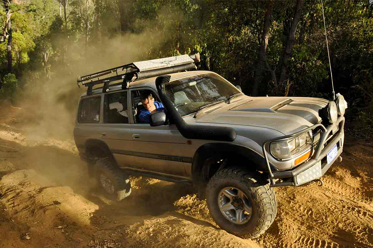 Pick the right line for your 4WD when driving in the outback