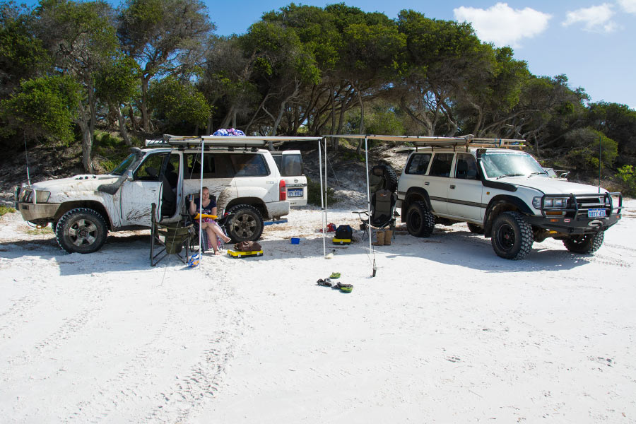 4WD awnings for shade on a sunny beach