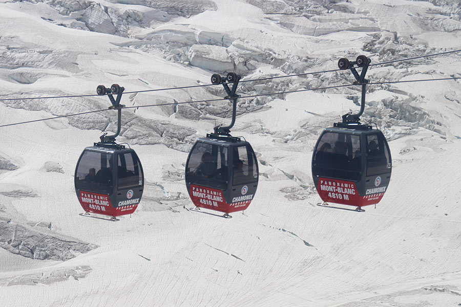 Cable-cars-to-Aiguille-du-Midi