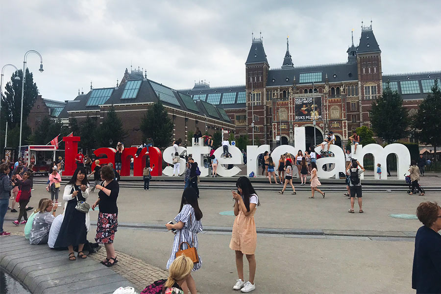 People taking photos around the I amsterdam sign