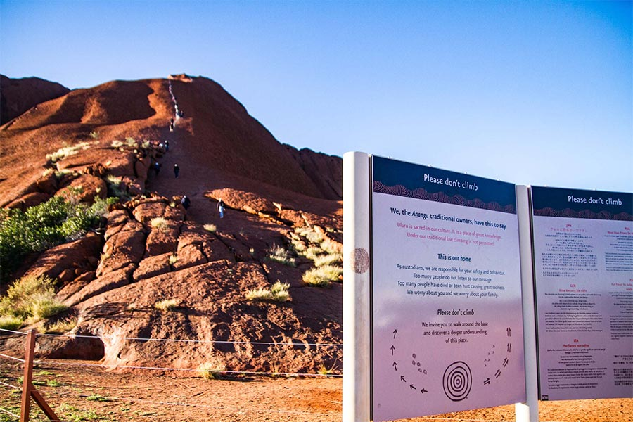 Sign about the Uluru climb