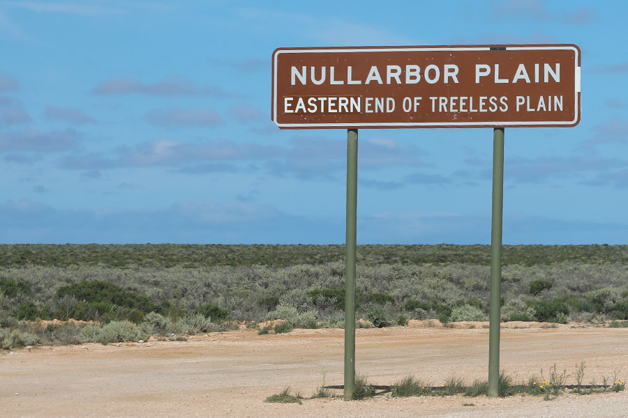 Nullabor Plain Sign on the Eastern end of treeless plain