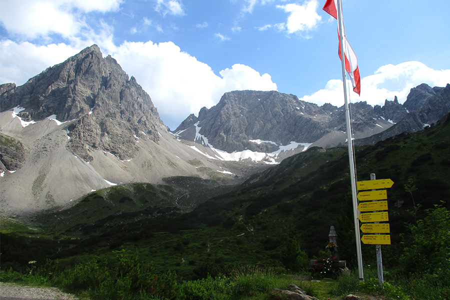 A-view-of-scenic-Dremelspitze