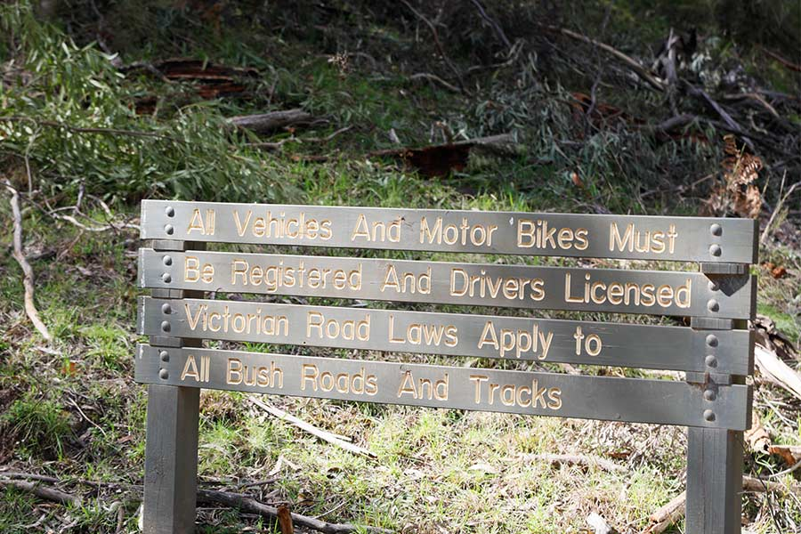 A sign in the Howqua Hills stating that all vehicles and motor bikes must be registered and drivers licensed