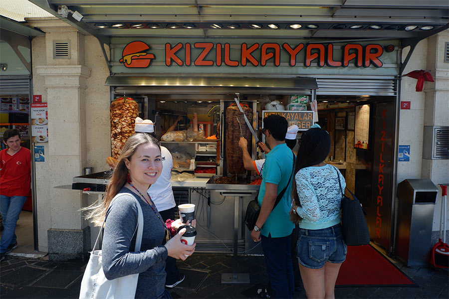 People buying food from a food stand called Kizilkfiyafilfir in Istanbul