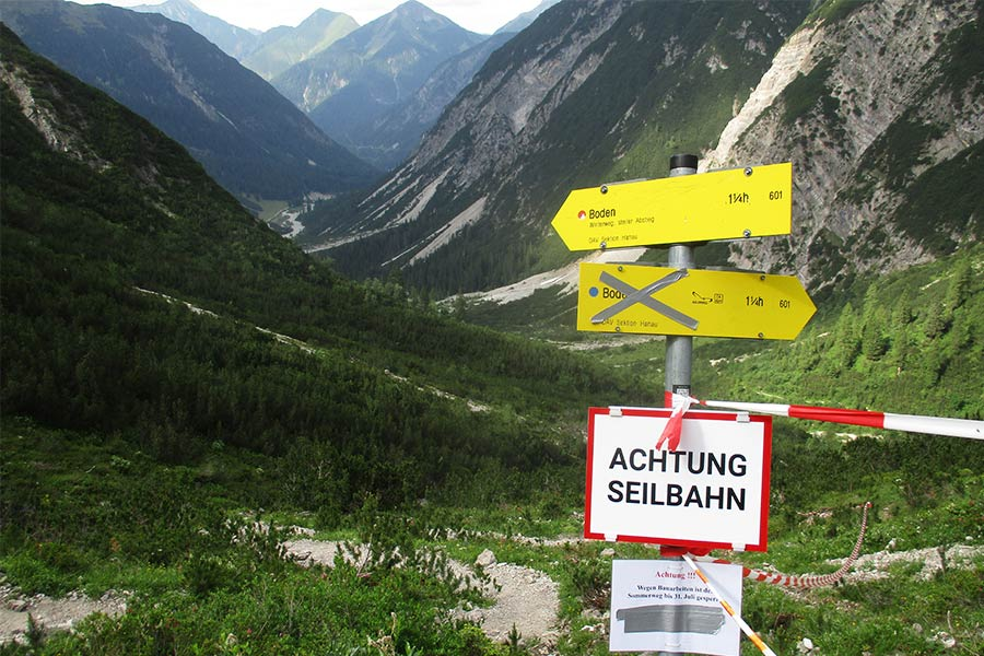 Closed track sign in the Austrian mountains