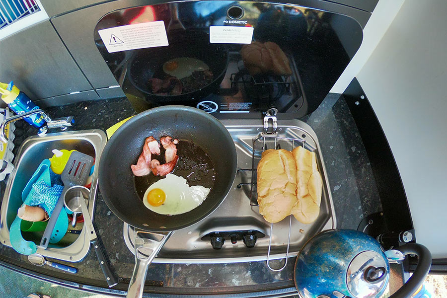 Cooking-bacon-and-eggs-in-the-morning